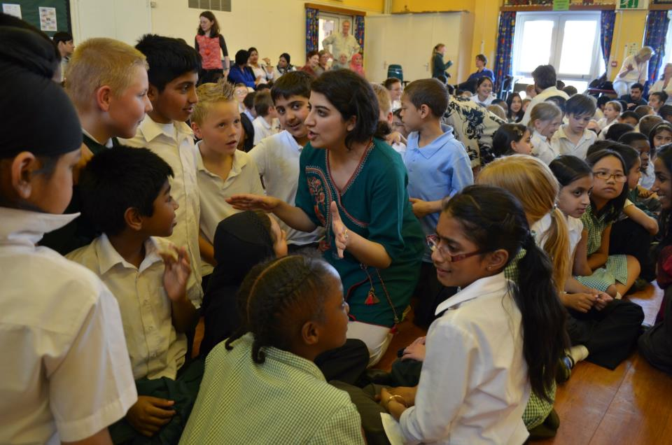 Maria Khan working with children in Oxford