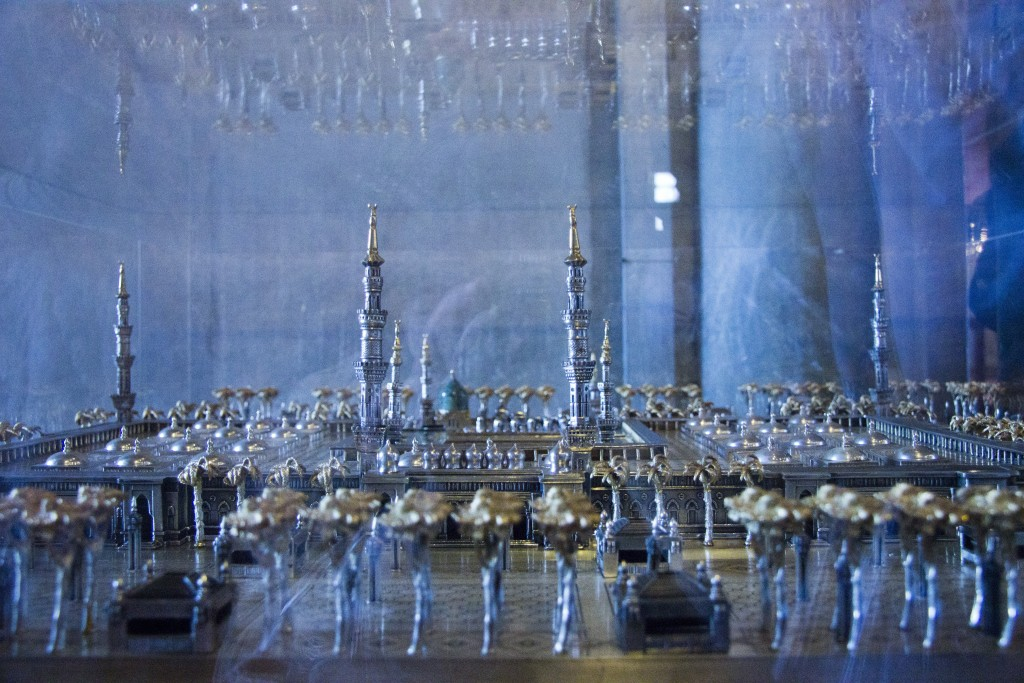The model of Ka'aba (Mecca, Saudi Arabia), the most sacred site for Muslims, and its surrounding sacred mosque in the Blue Mosque. Photo: Inasa Bibic