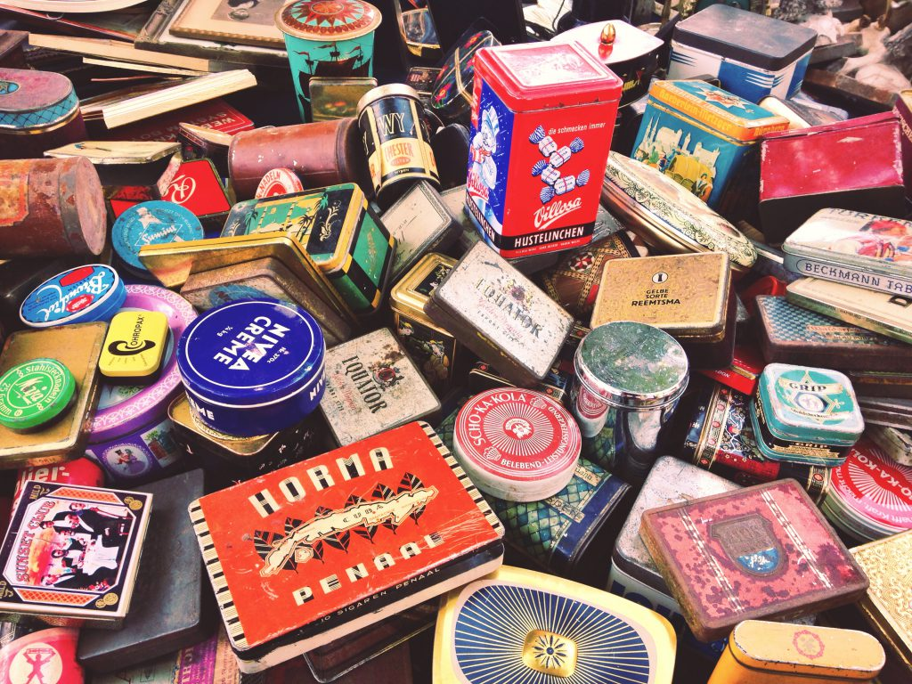 An assortment of typical flea market wares (Credit: Paris.Shanghai.Fashion Blog)